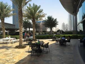 Hotel Review JW Marriott Marquis Dubai: Pool 2