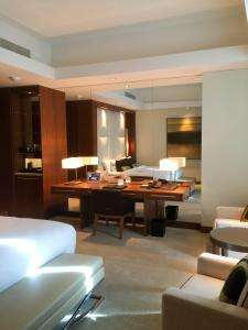 Hotel Review JW Marriott Marquis Dubai: Bedroom 6