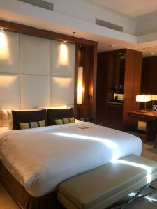 Hotel Review JW Marriott Marquis Dubai Bedroom 7