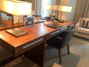 Hotel Review JW Marriott Marquis Dubai: Desk
