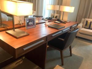 Hotel Review JW Marriott Marquis Dubai: Desk