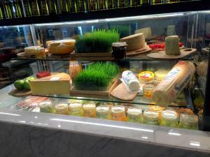 seasonal-tastes-westin-dubai-ahc-breakfast-v_cheese-4