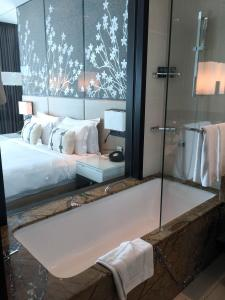 Steigenberger Hotel Dubai Review_bathroom 2
