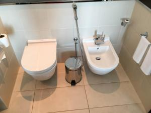 Steigenberger Hotel Dubai Review_bathroom 7