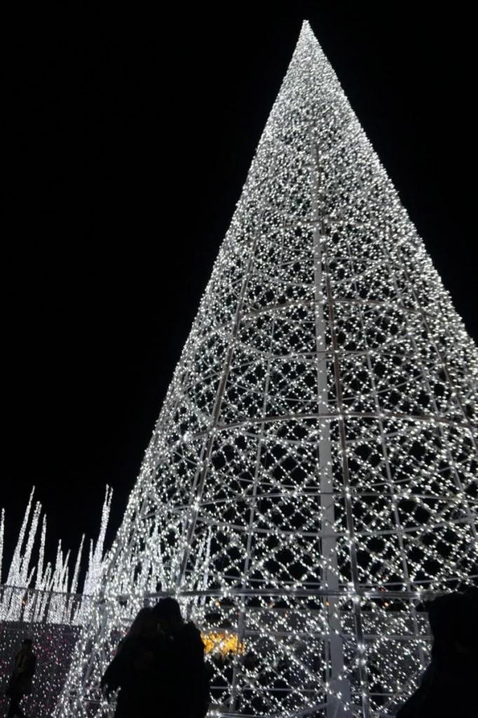 Enchant Christmas Worlds Largest Light Maze Worth A