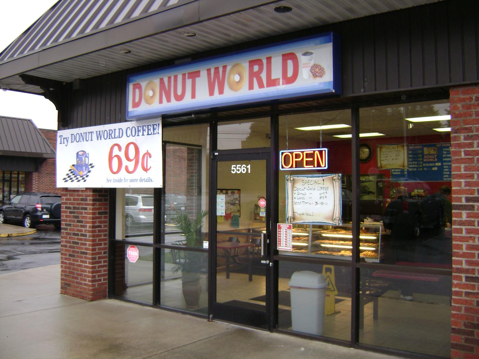 Review donut world greensboro eat it north carolina for Fish market greensboro nc
