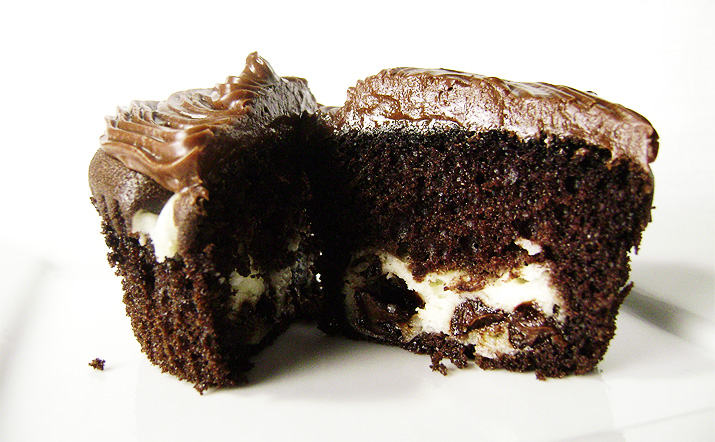 chocolate cupcakes with cream cheese filling