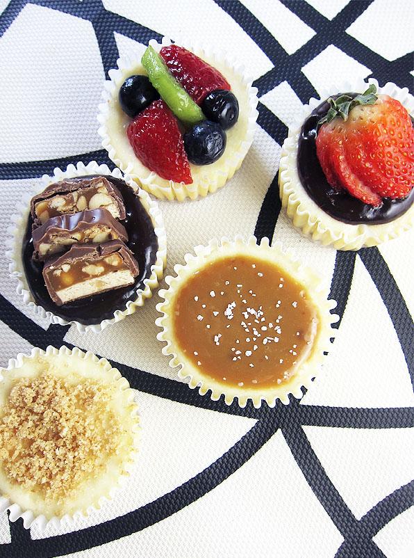 Cheesecake cupcakes with chocolate sauce | www.EatLaughPurr.com