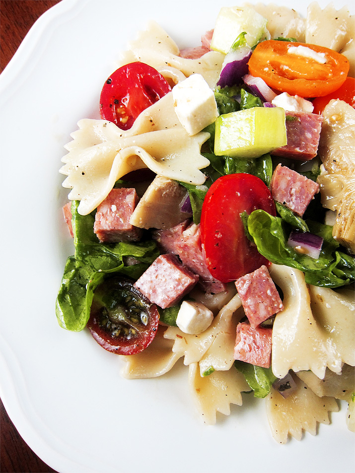 Greek Pasta Salad | www.EatLaughPurr.com