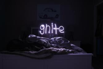 Neon Sign That Says Gnite