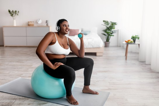 Exercising at home with music for a less boring workout