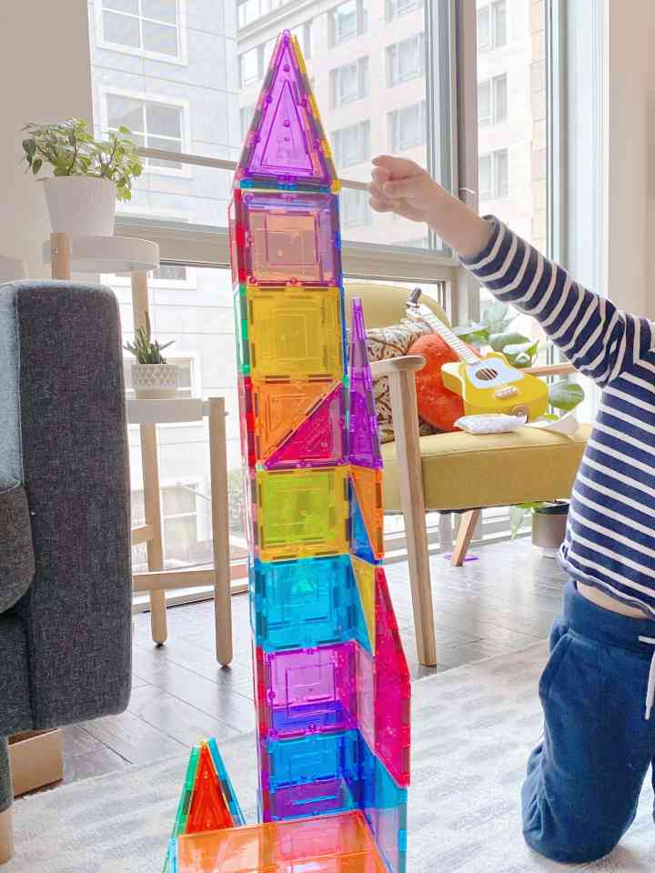 picasso tiles: a magnetic toy tower