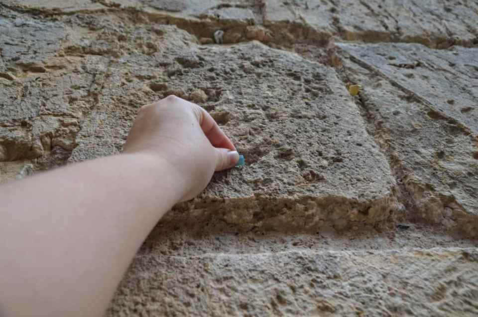 Putting a note in the Western Wall