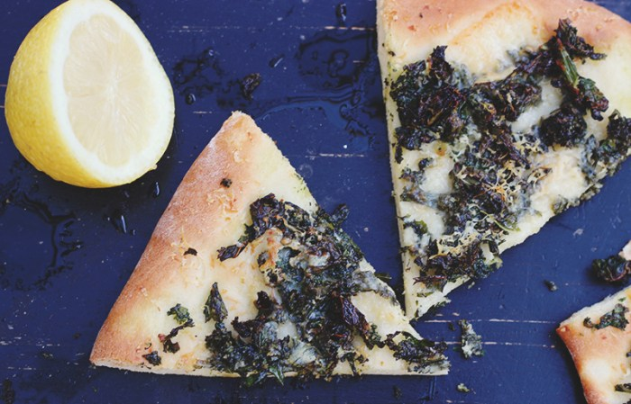 kale pizza slices