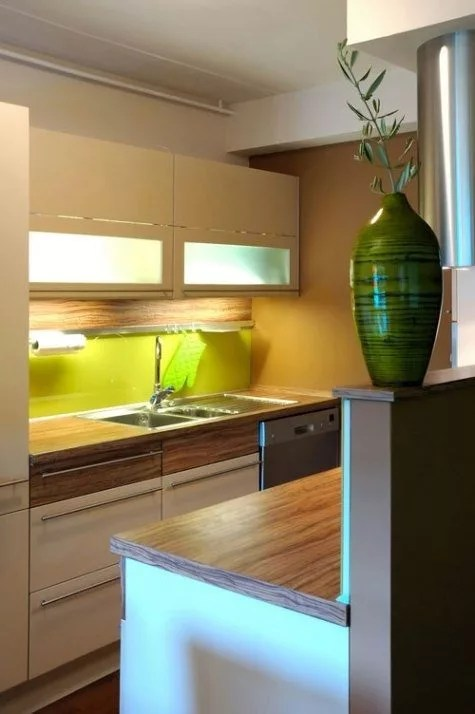 32 Brilliant Hacks to Make A Small Kitchen Look Bigger ... on Small Space:fn118Lomvuk= Small Kitchen Ideas  id=62003