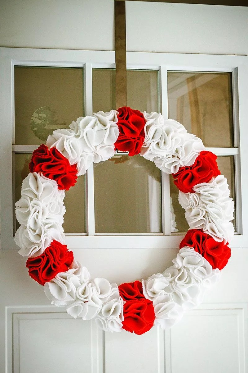 DIY Christmas Ruffle Wreath Eatwell101