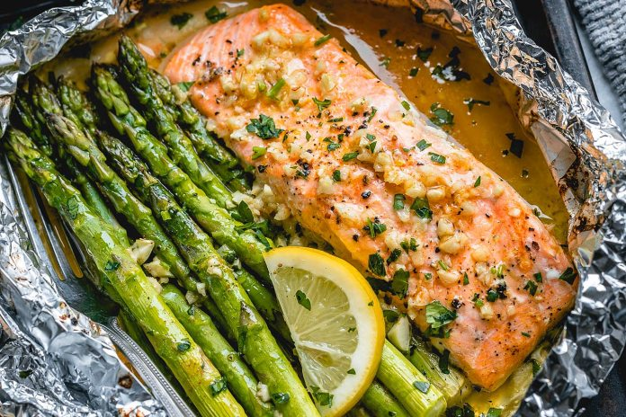 Salmon and Asparagus Foil Packs with Garlic Butter Sauce – Best ...