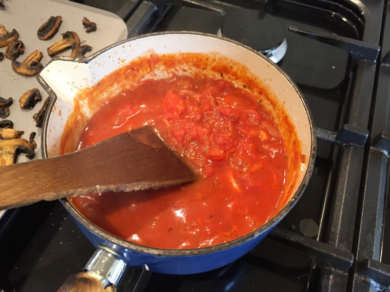 Tomato sauce for homemade pizzas