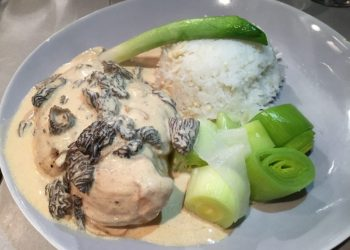 Poached chicken with morels