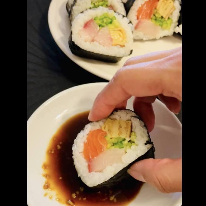 Makizushi Sushi How To Eat - EATwithOHASHI.com