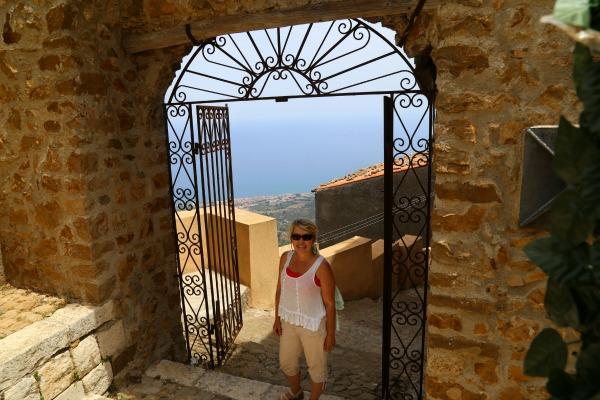 Sicily Polina gate