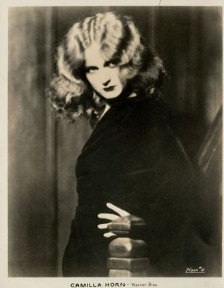 A vampy Camilla Horn