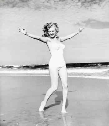 Marilyn Monroe 1949 beach