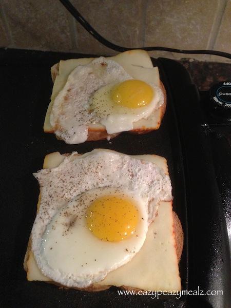 freid egg sandwhich