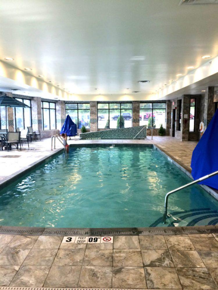 Holiday-Inn-Pool