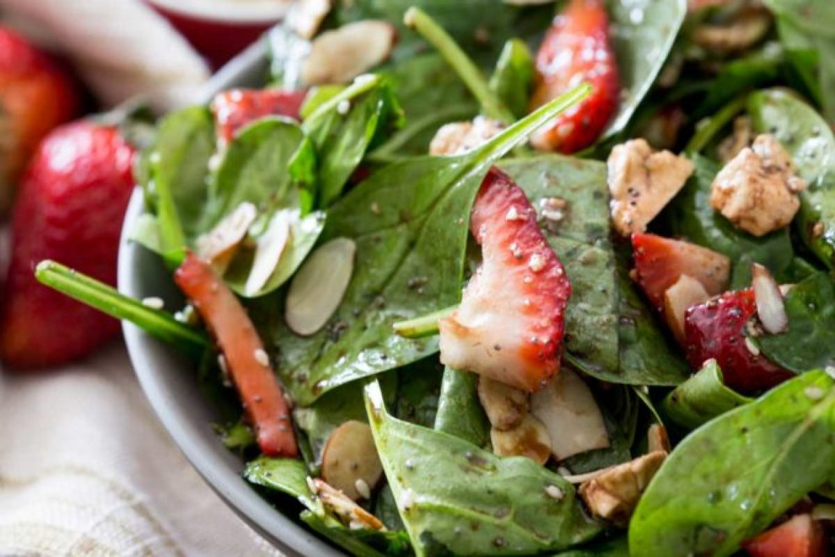 Salad-with-berries-and-poppyseed-balsamic