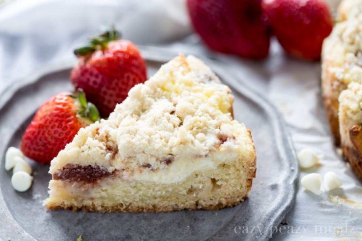 white chocolate strawberry coffee cake makes a great breakfast or dessert, this coffee cake will melt in your mouth
