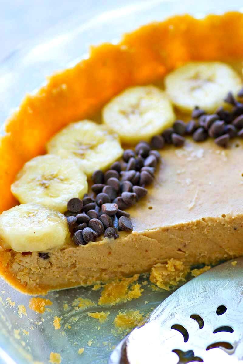 Lighter No-Bake Peanut Butter Banana Pie