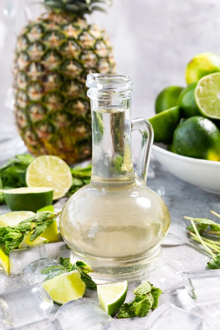 All the ingredients of a classic mojito with the addition of pineapple