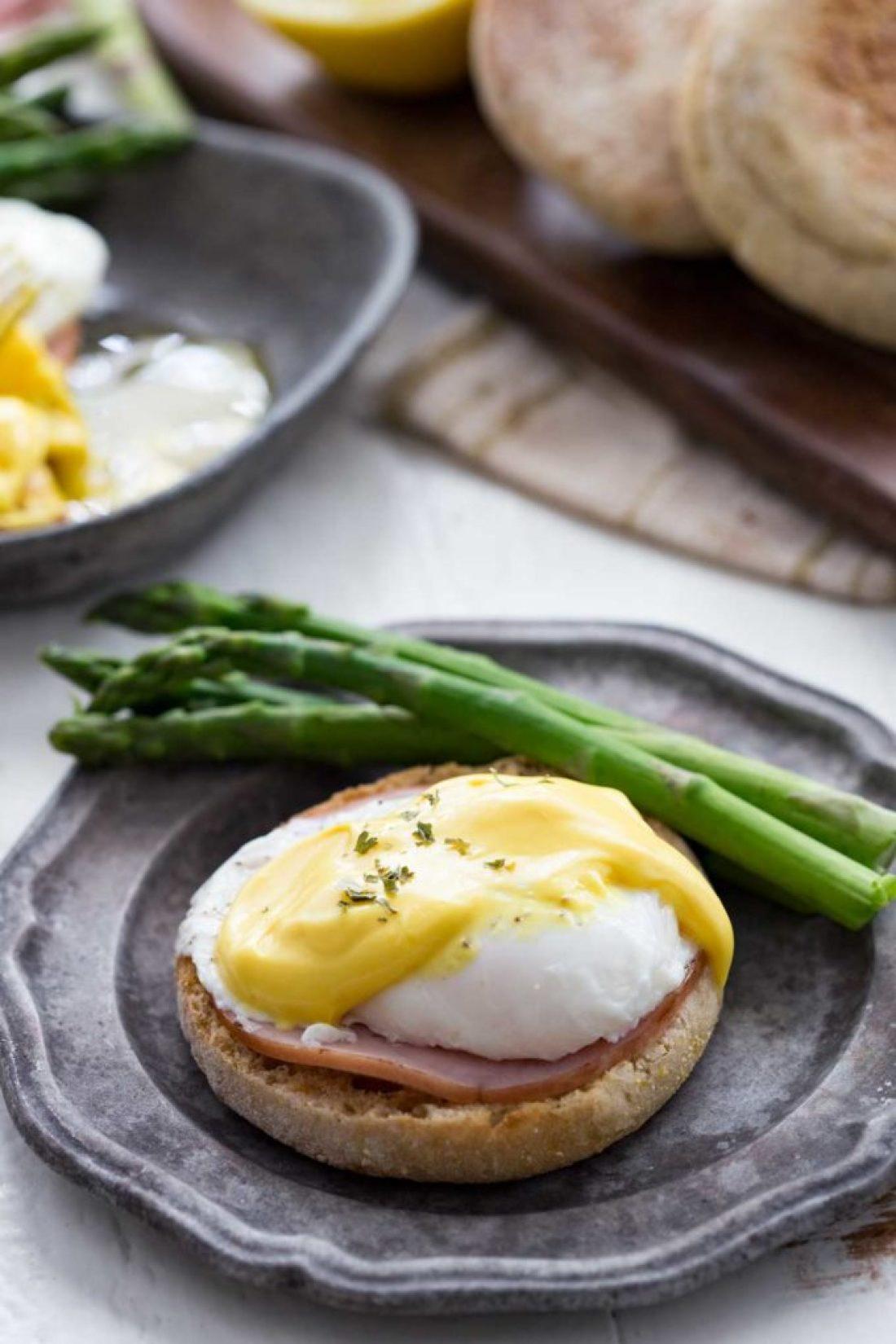 eggs benedict, eggs and breakfast meat, a healthy breakfast