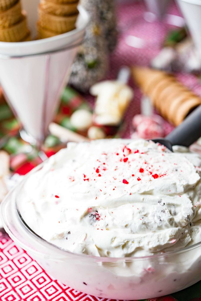 Peppermint ice cream that is no churn and delicious