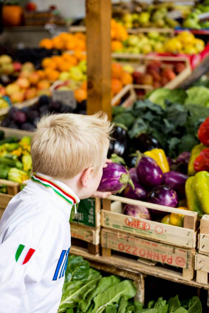 Derrick in Market in ROME