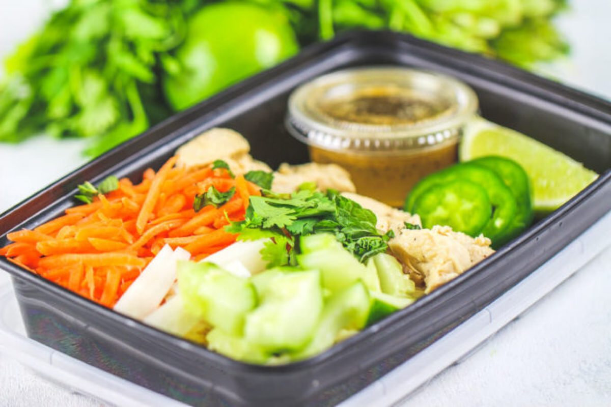 These Chicken Banh Mi Meal Prep Bowls are so light and refreshing!