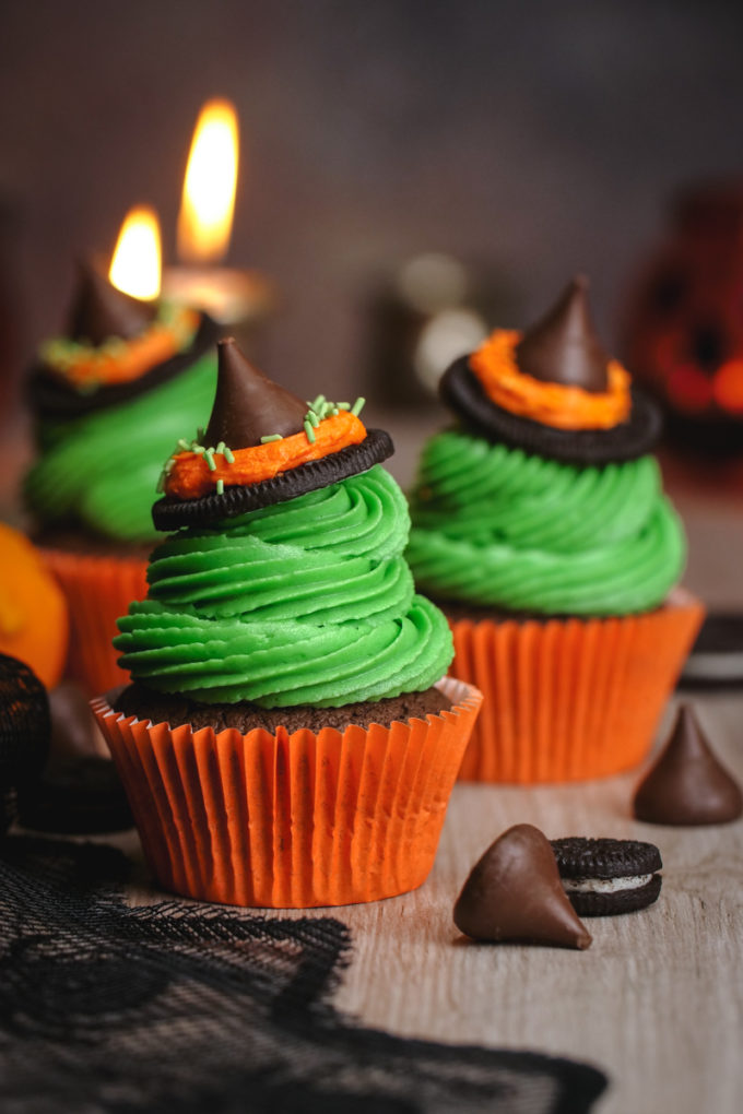 Witches Hat Cupcakes- three cupcakes with green frosting and an OREO witch hat