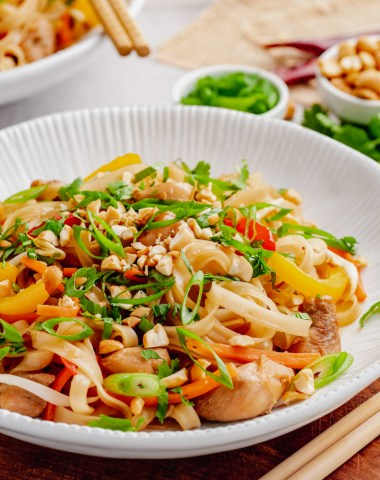 A plate of Instant Pot Pad Thai