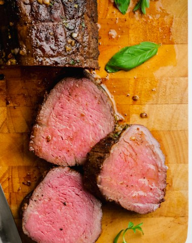 Roast beef tenderloin with an herb butter rub