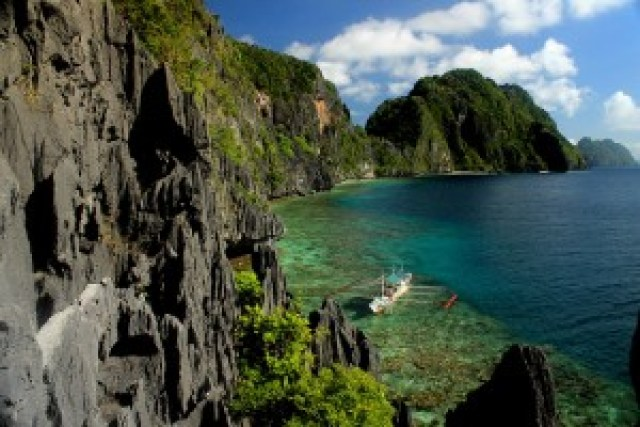 Matinloc Island & Tapiutan Strait