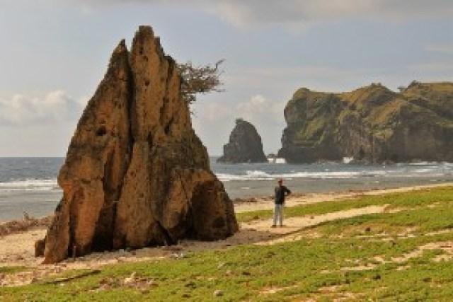 Caniwara Cove, Calayan Island