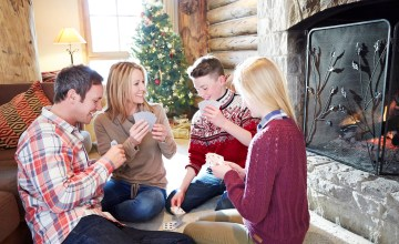 5 Holiday Games Any Family Can Play