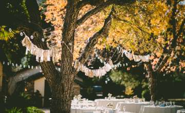 Guest Essentials to Make Your Fall Wedding the Coziest Event of the Season