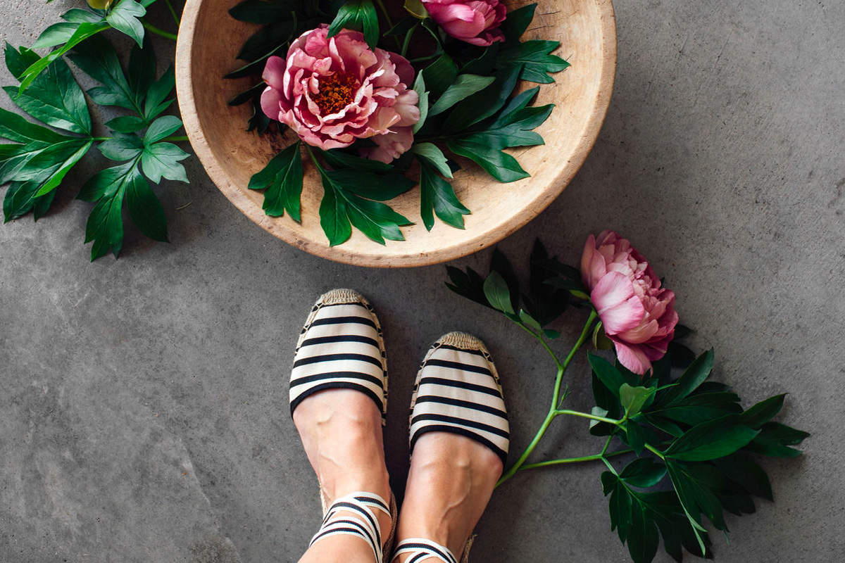 Striped espadrille sandals with flowers