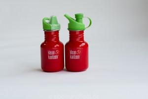 Zwei rote BPA freie Trinkflaschen