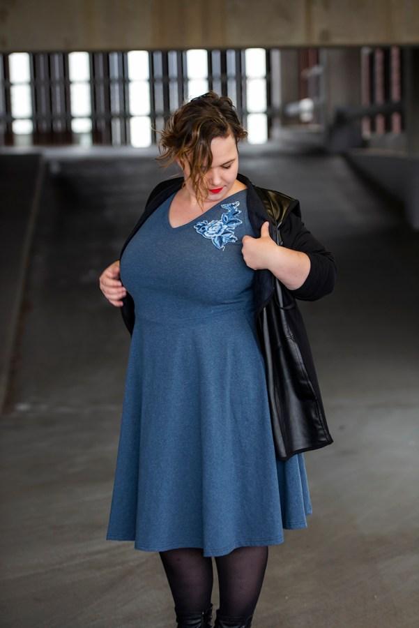 schwarzer Leder Blazer von cubell curvy Fashion mit blauen Skaterkleid - Schnittmuster Turnerdress