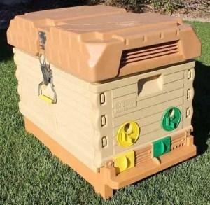 Apimaye Insulated 7-Frame Plastic Langstroth Beehive Nuc