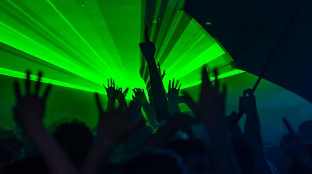 Police broke up New Year illegal parties amid COVID restrictions in France and the UK