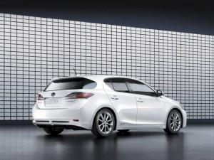 Lexus CT200h Review